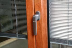 infissi schuco alluminio legno con veneziana interno vetro camera